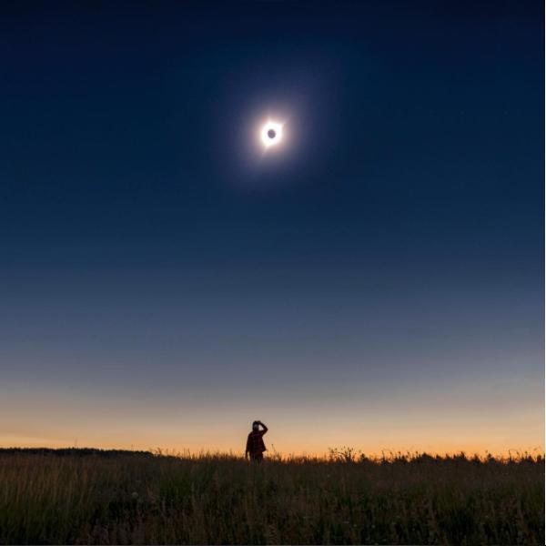 Eclipse photo by @adamcompras