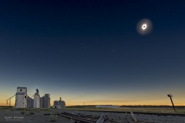 Eclipse phot by @calexbrown