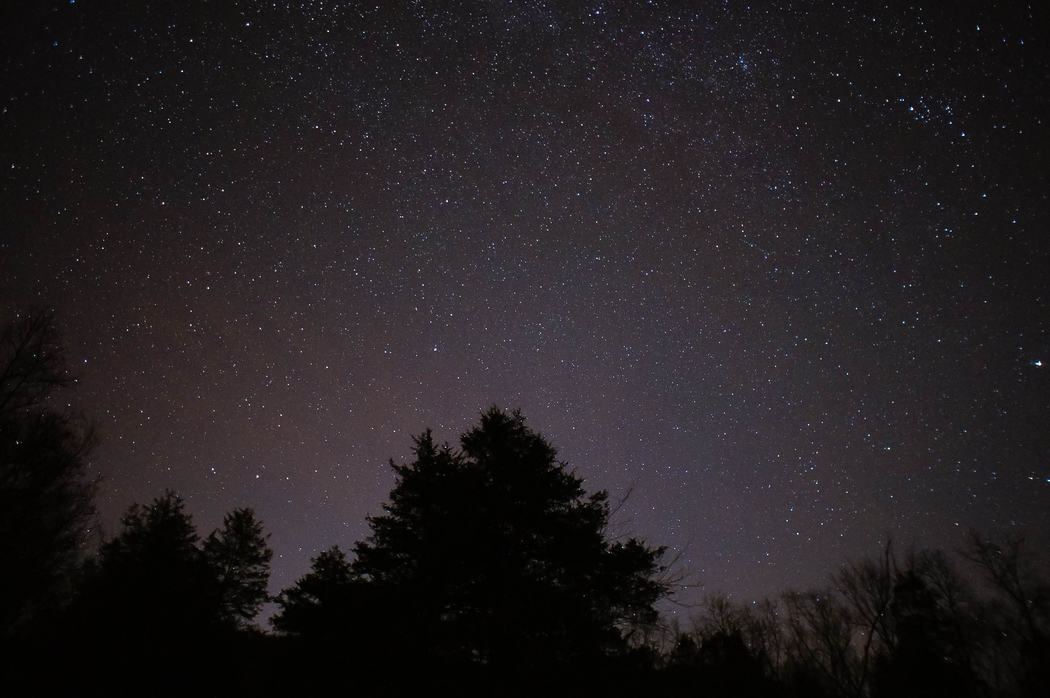 Stargazing is one of the cheap date ideas.