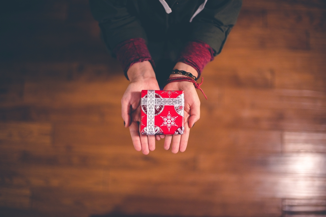 Performs small acts of kindess as one of your Christmas traditions.