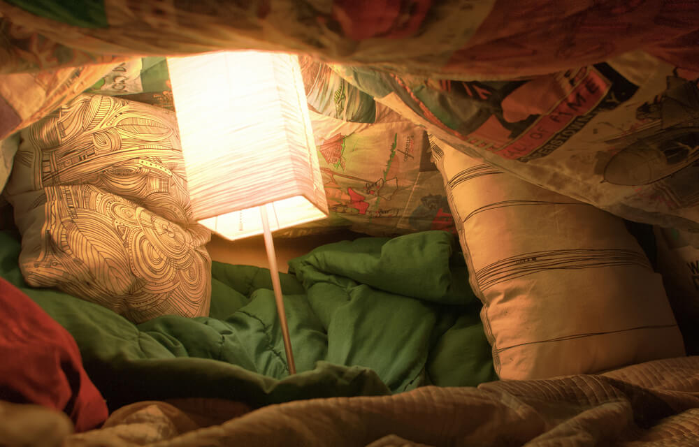 Blanket fort as an indoor date ideas