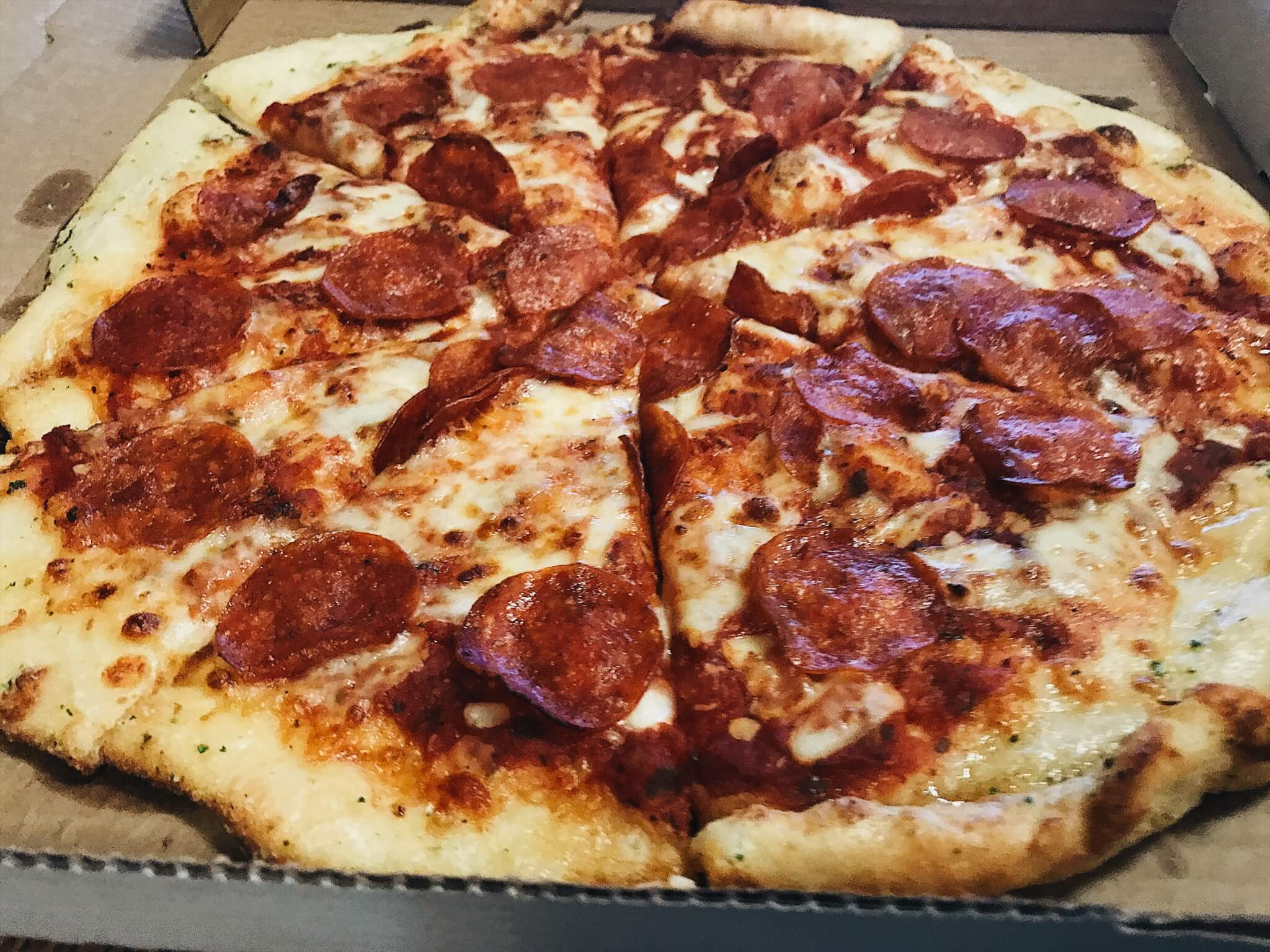 Doorzza delivers piping hot, gourmet pizzas with fresh ingredients.