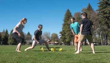 Roommate spikeball tournament - players at Porter Park