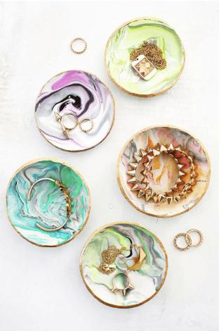 DIY_Christmas_Marbled_Ring_Dish